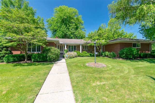 622 Fairford Rd, Grosse Pointe Woods, MI 48236 (MLS #R219089498) :: Berkshire Hathaway HomeServices Snyder & Company, Realtors®