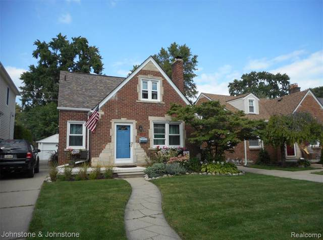 1800 Roslyn Rd, Grosse Pointe Woods, MI 48236 (MLS #R219092211) :: Berkshire Hathaway HomeServices Snyder & Company, Realtors®