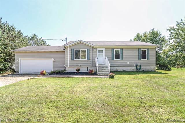 7053 Chase Lake Rd, Fowlerville, MI 48836 (MLS #R219092473) :: Berkshire Hathaway HomeServices Snyder & Company, Realtors®