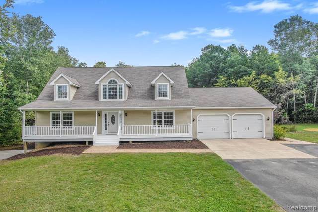 6828 Robb Rd, Fowlerville, MI 48836 (MLS #R219092554) :: Berkshire Hathaway HomeServices Snyder & Company, Realtors®