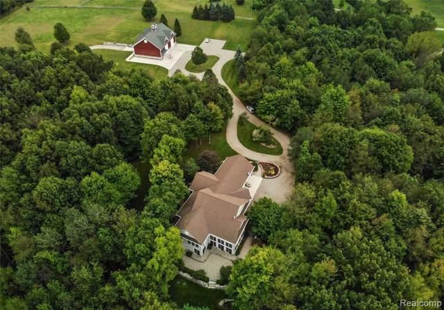 7488 Crofoot Rd, Fowlerville, MI 48836 (MLS #R219095967) :: Berkshire Hathaway HomeServices Snyder & Company, Realtors®