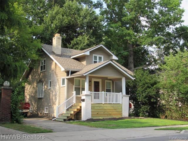 827 Gardenia Ave, Royal Oak, MI 48067 (MLS #R219096891) :: The Toth Team