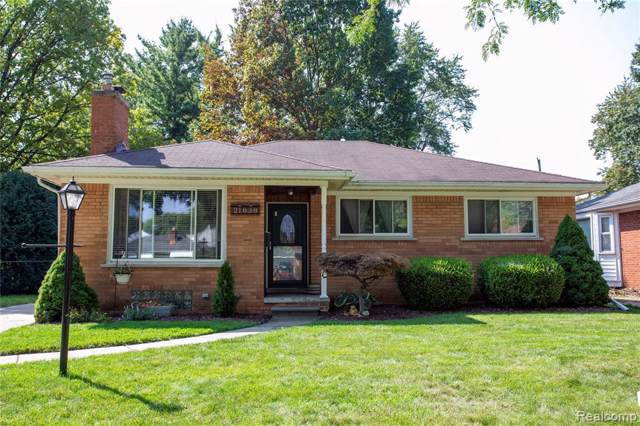 21838 Lakeland St, Saint Clair Shores, MI 48081 (MLS #R219097231) :: The Toth Team