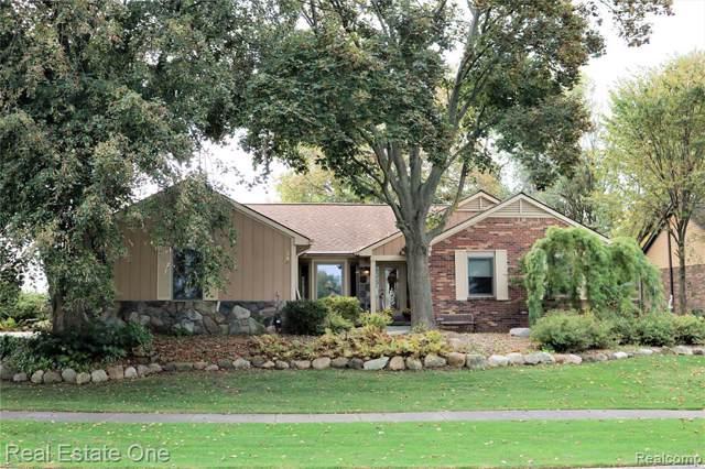 325 Lakes Edge Dr, Oxford, MI 48371 (MLS #R219107026) :: Berkshire Hathaway HomeServices Snyder & Company, Realtors®