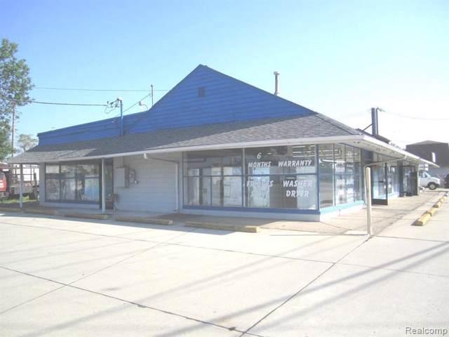 30003 Groesbeck Hiwy, Roseville, MI 48066 (MLS #R219122023) :: Berkshire Hathaway HomeServices Snyder & Company, Realtors®