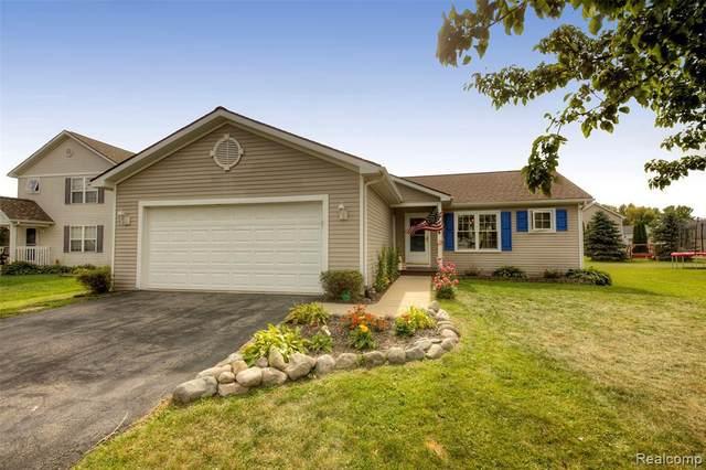 696 Jessica Cir, Fowlerville, MI 48836 (MLS #R2200010328) :: Berkshire Hathaway HomeServices Snyder & Company, Realtors®