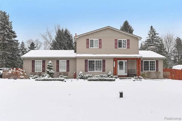 2697 Bullard Rd, Hartland, MI 48353 (MLS #R2200010343) :: Berkshire Hathaway HomeServices Snyder & Company, Realtors®