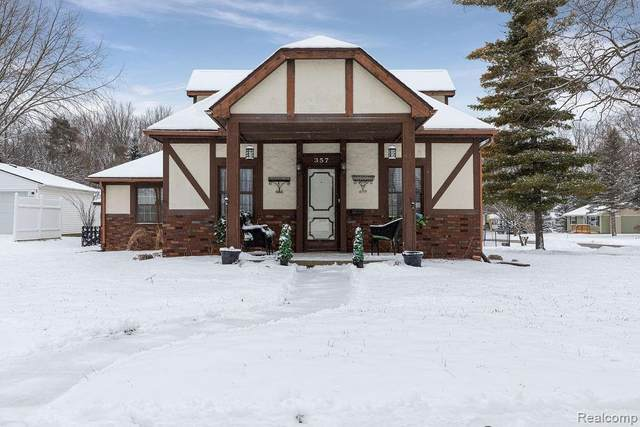 357 Riddle St, Howell, MI 48843 (MLS #R2200012221) :: Berkshire Hathaway HomeServices Snyder & Company, Realtors®