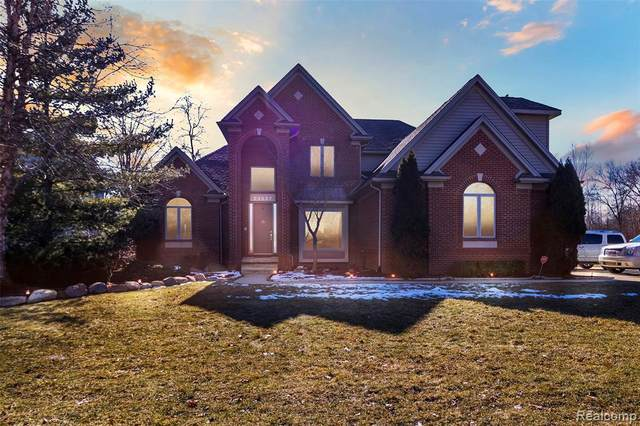 23537 Shoreline Dr, Grosse Ile, MI 48138 (MLS #R2200013725) :: Berkshire Hathaway HomeServices Snyder & Company, Realtors®