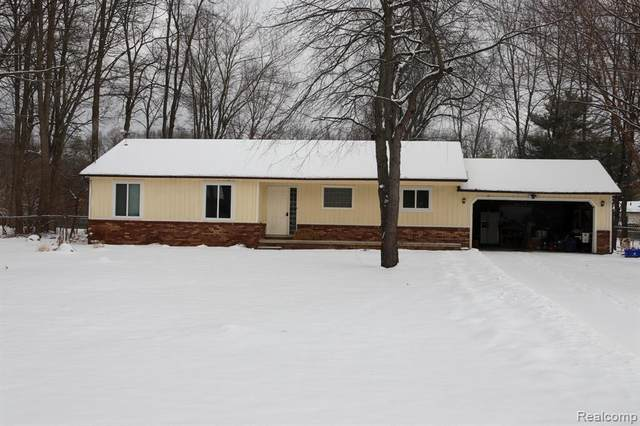 1840 Copperbell Dr W, Commerce, MI 48390 (MLS #R2200014811) :: Berkshire Hathaway HomeServices Snyder & Company, Realtors®