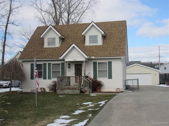 4224 Violet Ave, Saint Clair, MI 48079 (MLS #R2200015060) :: Berkshire Hathaway HomeServices Snyder & Company, Realtors®