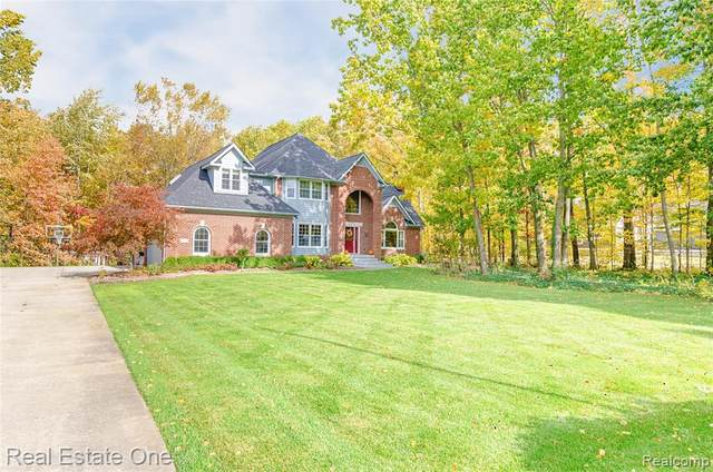 6975 Sunset Dr, South Lyon, MI 48178 (MLS #R2200020390) :: Berkshire Hathaway HomeServices Snyder & Company, Realtors®