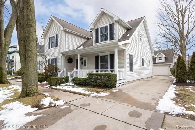77 Muir Rd, Grosse Pointe Farms, MI 48236 (MLS #R2200023618) :: Berkshire Hathaway HomeServices Snyder & Company, Realtors®