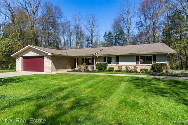 993 Groveland Pines Dr, Ortonville, MI 48462 (MLS #R2200032714) :: Berkshire Hathaway HomeServices Snyder & Company, Realtors®