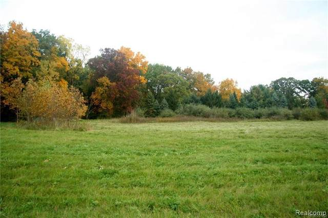 68 Donegal Court, Fenton, MI 48430 (MLS #R2200032866) :: Berkshire Hathaway HomeServices Snyder & Company, Realtors®