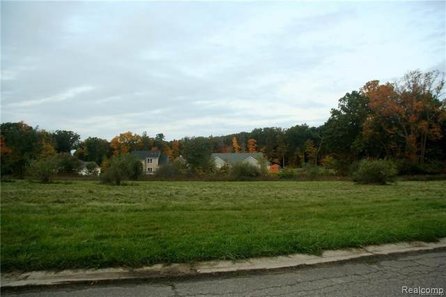 55 Tipperary Trail, Fenton, MI 48430 (MLS #R2200032883) :: Berkshire Hathaway HomeServices Snyder & Company, Realtors®