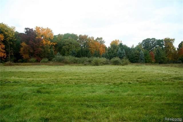 69 Donegal Court, Fenton, MI 48430 (MLS #R2200032888) :: Berkshire Hathaway HomeServices Snyder & Company, Realtors®