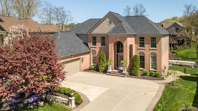 1342 Marina Pointe Blvd, Lake Orion, MI 48362 (MLS #R2200034360) :: Berkshire Hathaway HomeServices Snyder & Company, Realtors®