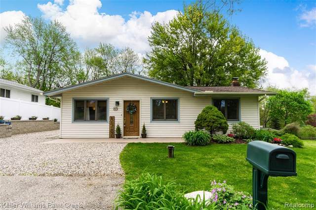 869 Alan Dr, Lake Orion, MI 48362 (MLS #R2200035549) :: Berkshire Hathaway HomeServices Snyder & Company, Realtors®