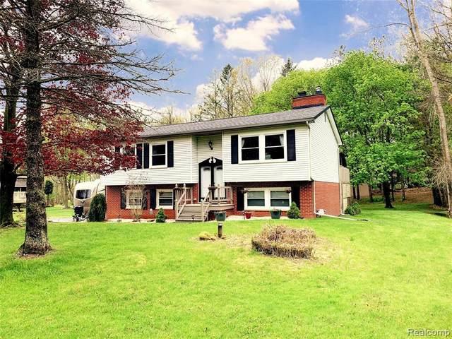 2617 Parkway Plc, Hartland, MI 48353 (MLS #R2200035588) :: Berkshire Hathaway HomeServices Snyder & Company, Realtors®