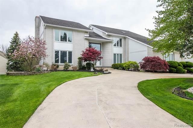 5666 Royal Wood, West Bloomfield, MI 48322 (MLS #R2200036549) :: Berkshire Hathaway HomeServices Snyder & Company, Realtors®