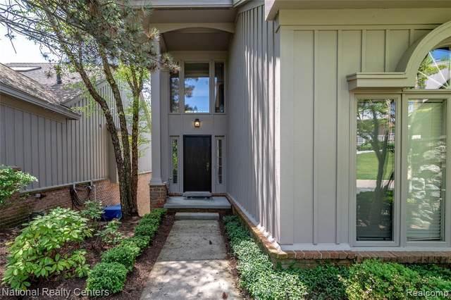 4801 Mirror Lake Dr, West Bloomfield, MI 48323 (MLS #R2200037254) :: Berkshire Hathaway HomeServices Snyder & Company, Realtors®