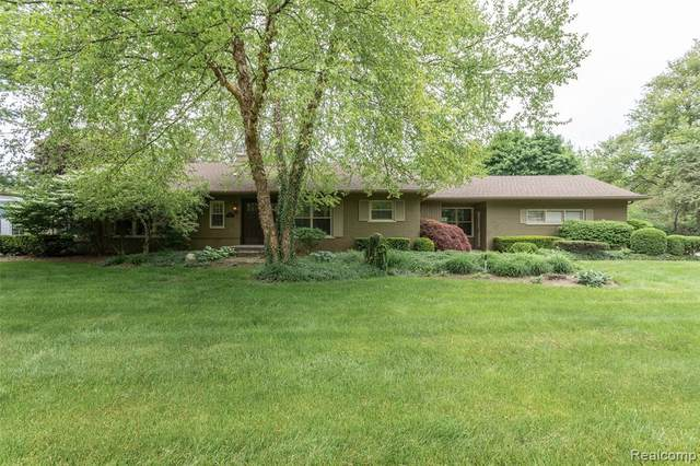 5825 Crabtree Rd, Bloomfield Hills, MI 48301 (MLS #R2200037457) :: Berkshire Hathaway HomeServices Snyder & Company, Realtors®
