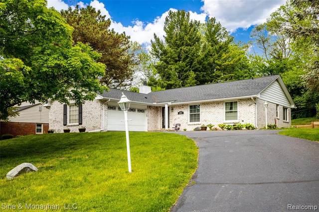2073 Fox Glen Crt, Bloomfield Hills, MI 48304 (MLS #R2200037591) :: Berkshire Hathaway HomeServices Snyder & Company, Realtors®