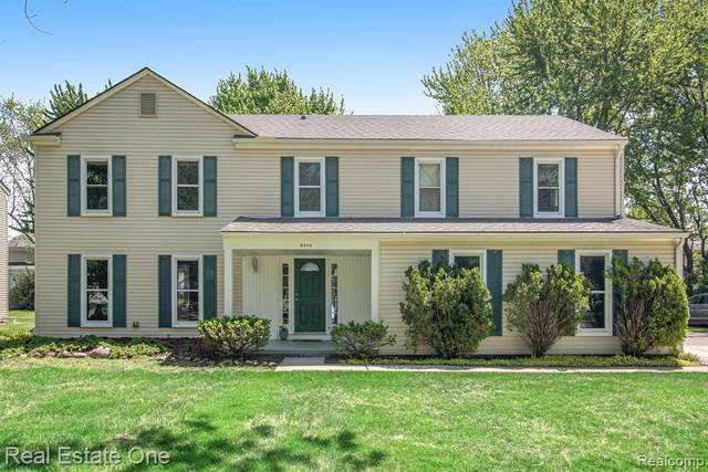 5544 S Piccadilly, West Bloomfield, MI 48322 (MLS #R2200037594) :: Berkshire Hathaway HomeServices Snyder & Company, Realtors®