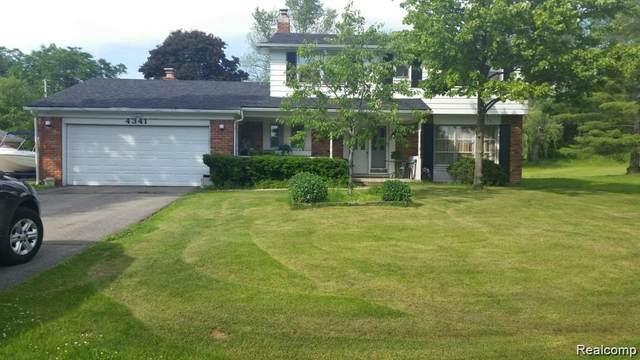 4341 Macqueen Dr, West Bloomfield, MI 48323 (MLS #R2200037733) :: Berkshire Hathaway HomeServices Snyder & Company, Realtors®