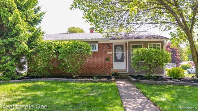 804 Bishop St, Milford, MI 48381 (MLS #R2200037766) :: Berkshire Hathaway HomeServices Snyder & Company, Realtors®