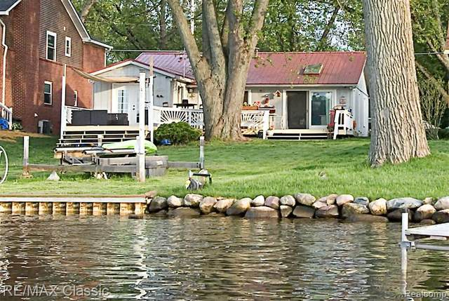 1330 Lakeview Dr Dr, Walled Lake, MI 48390 (MLS #R2200037833) :: Berkshire Hathaway HomeServices Snyder & Company, Realtors®