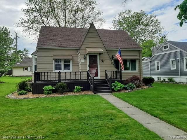 317 N Walker St, Capac, MI 48014 (MLS #R2200038153) :: Berkshire Hathaway HomeServices Snyder & Company, Realtors®