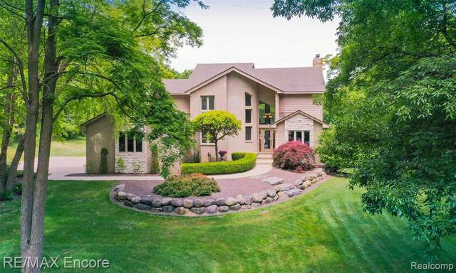 4690 Clearview Dr, Clarkston, MI 48348 (MLS #R2200048746) :: Berkshire Hathaway HomeServices Snyder & Company, Realtors®