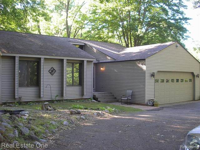 8905 Nepahwin Dr, Clarkston, MI 48348 (MLS #R2200050491) :: Berkshire Hathaway HomeServices Snyder & Company, Realtors®