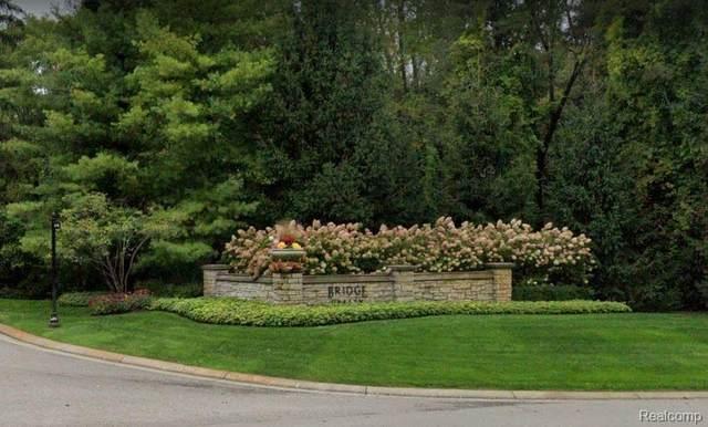 7316 Pinemeadow Crt, Clarkston, MI 48348 (MLS #R2200051187) :: Berkshire Hathaway HomeServices Snyder & Company, Realtors®