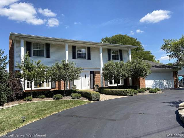 4688 Walnut Lake Road, Bloomfield Hills, MI 48301 (MLS #R2200064214) :: Berkshire Hathaway HomeServices Snyder & Company, Realtors®