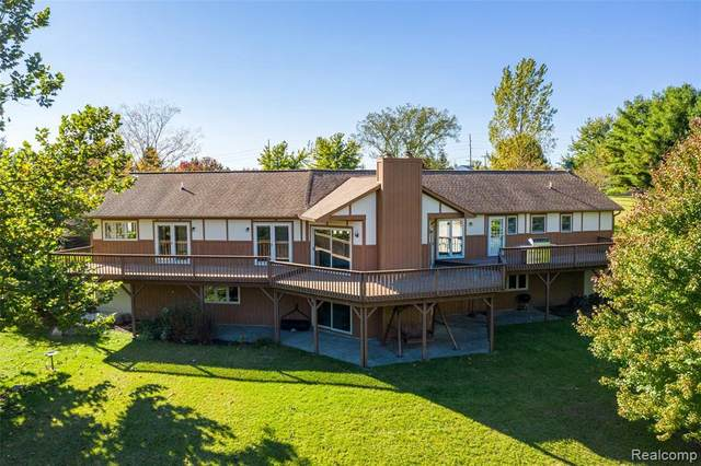 6982 W Lange Rd, Fowlerville, MI 48836 (MLS #R2200080203) :: Berkshire Hathaway HomeServices Snyder & Company, Realtors®