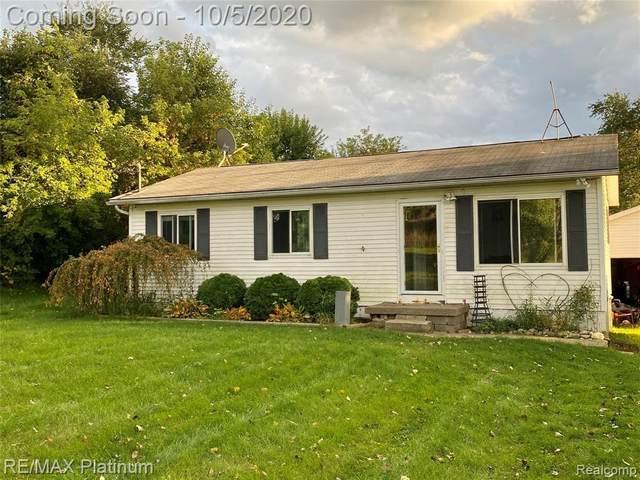 7577 Crofoot Rd, Fowlerville, MI 48836 (MLS #R2200080951) :: Berkshire Hathaway HomeServices Snyder & Company, Realtors®