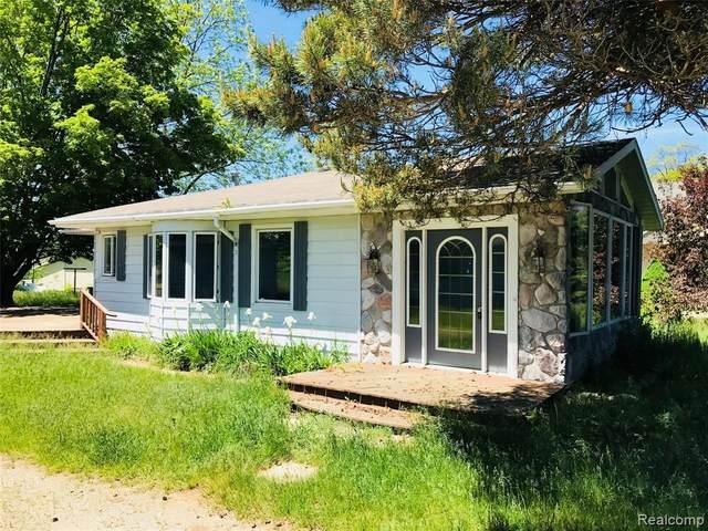 4045 Lakeshore Rd, Deckerville, MI 48427 (MLS #R2200082826) :: Berkshire Hathaway HomeServices Snyder & Company, Realtors®