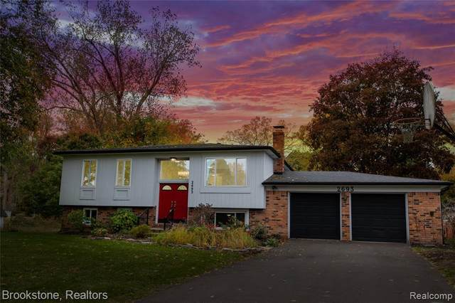2693 Ripple Crt, White Lake, MI 48383 (MLS #R2200085907) :: Berkshire Hathaway HomeServices Snyder & Company, Realtors®