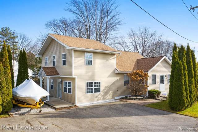 226 Roselawn St, Algonac, MI 48001 (MLS #R2200097149) :: Berkshire Hathaway HomeServices Snyder & Company, Realtors®
