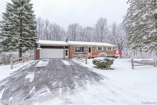 1180 La Branch Dr, White Lake, MI 48386 (MLS #R2210003689) :: Berkshire Hathaway HomeServices Snyder & Company, Realtors®