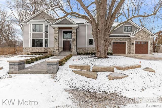 620 S Pontiac Trail, Walled Lake, MI 48390 (MLS #R2210004496) :: Berkshire Hathaway HomeServices Snyder & Company, Realtors®