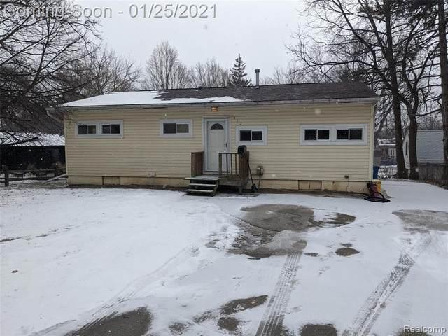 517 W Silver Lake Rd, Fenton, MI 48430 (MLS #R2210005094) :: Berkshire Hathaway HomeServices Snyder & Company, Realtors®