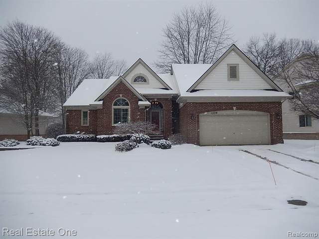 1239 Trailside Blvd, Wixom, MI 48393 (MLS #R2210005385) :: Berkshire Hathaway HomeServices Snyder & Company, Realtors®