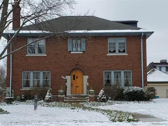 809 Lakepointe St, Grosse Pointe Park, MI 48230 (MLS #R2210005619) :: Berkshire Hathaway HomeServices Snyder & Company, Realtors®
