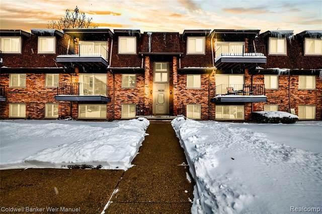 424 Riviera Dr, Saint Clair Shores, MI 48080 (MLS #R2210012385) :: Berkshire Hathaway HomeServices Snyder & Company, Realtors®