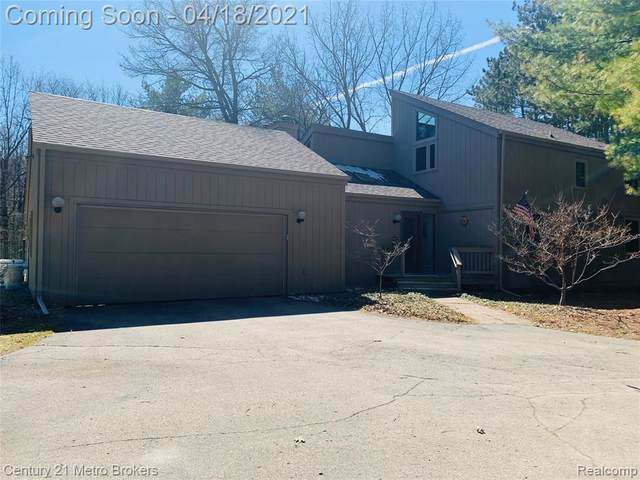 1963 Mill Pond Drive, Oxford, MI 48371 (MLS #R2210022385) :: Berkshire Hathaway HomeServices Snyder & Company, Realtors®