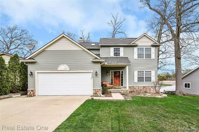 2328 Ventura Drive, Walled Lake, MI 48390 (MLS #R2210024904) :: Berkshire Hathaway HomeServices Snyder & Company, Realtors®